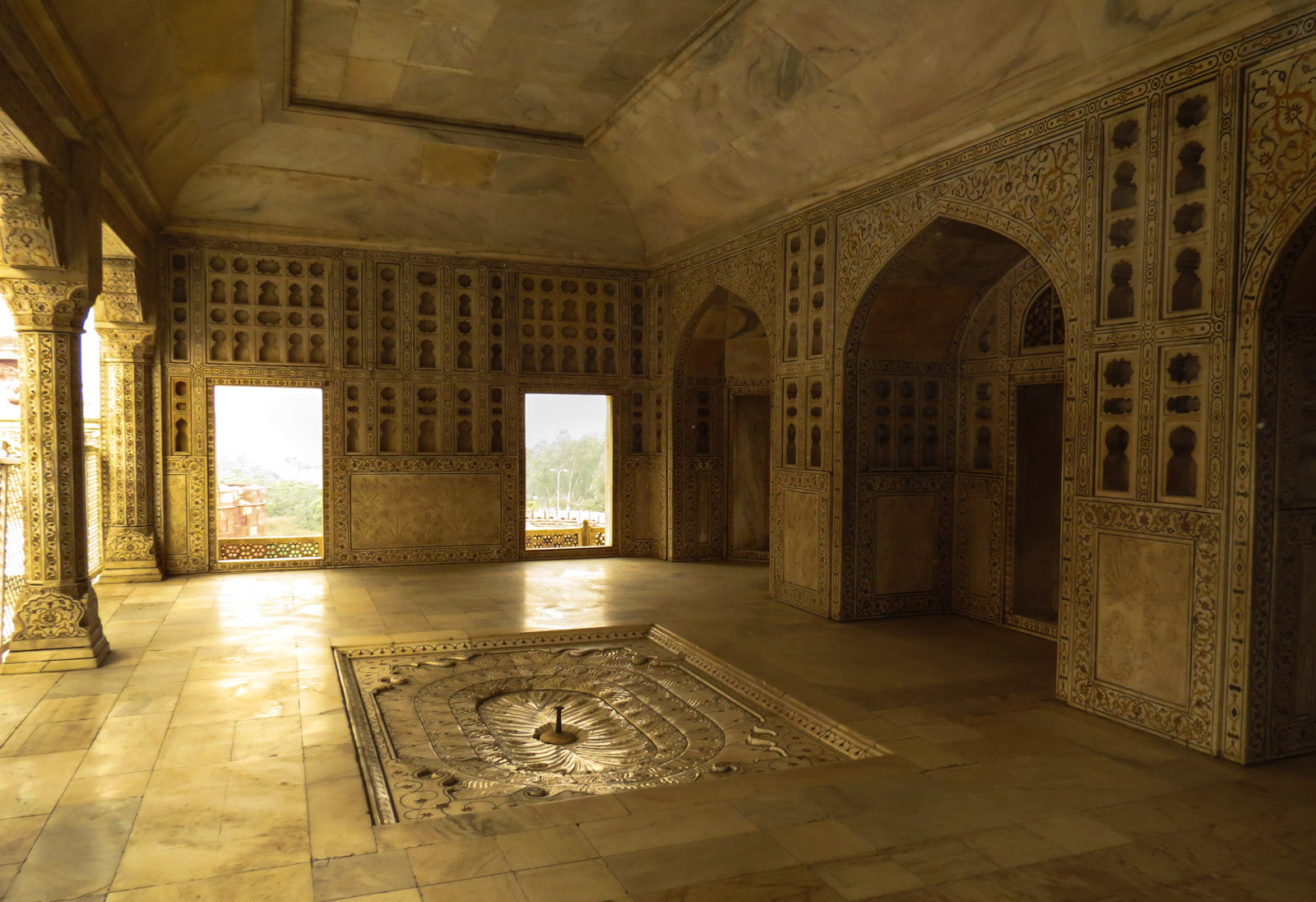 marble-room-agra-fort