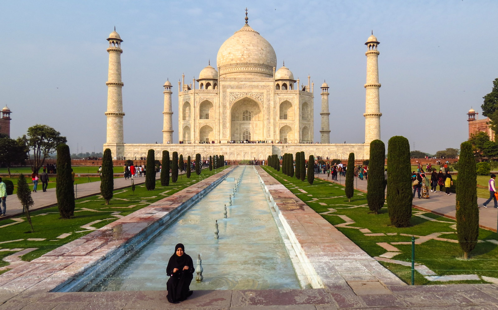 taj-mahal-and-muslim-visitor