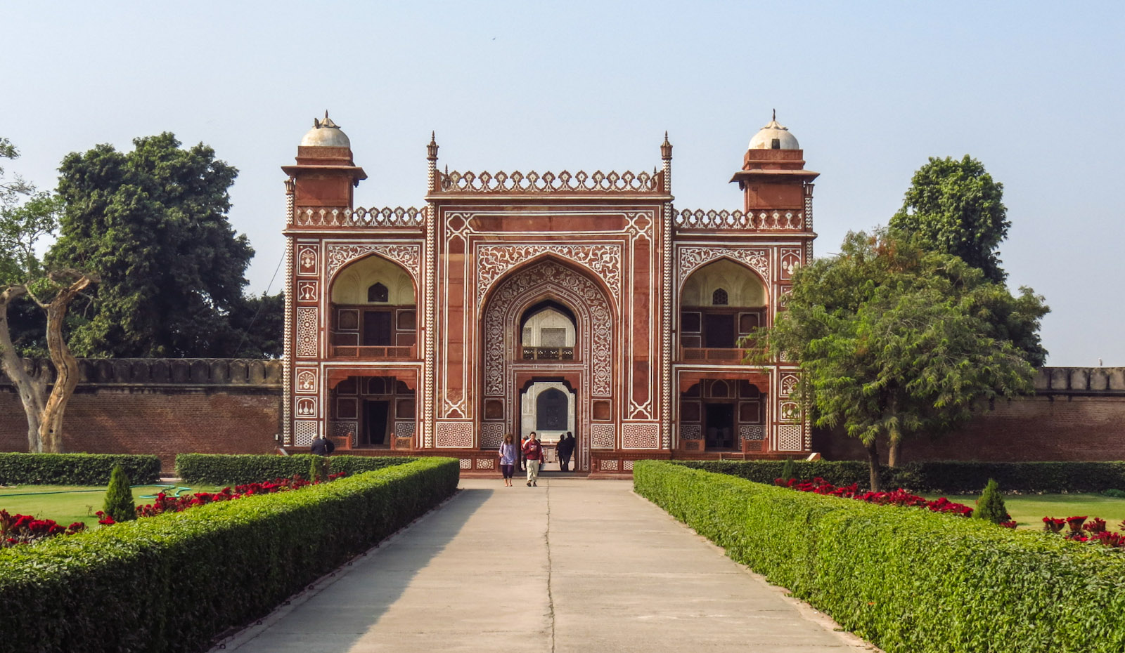 tomb-of-itimad-ud-daulah-entrance-gate-agra-india