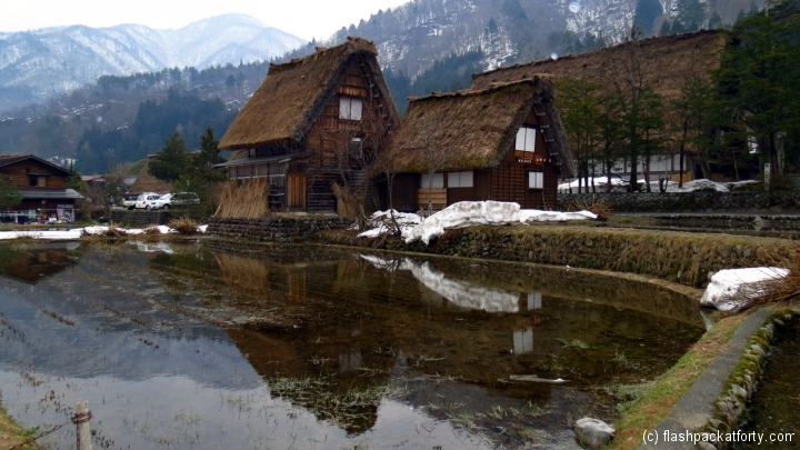 shirakawa-go-house-reflection