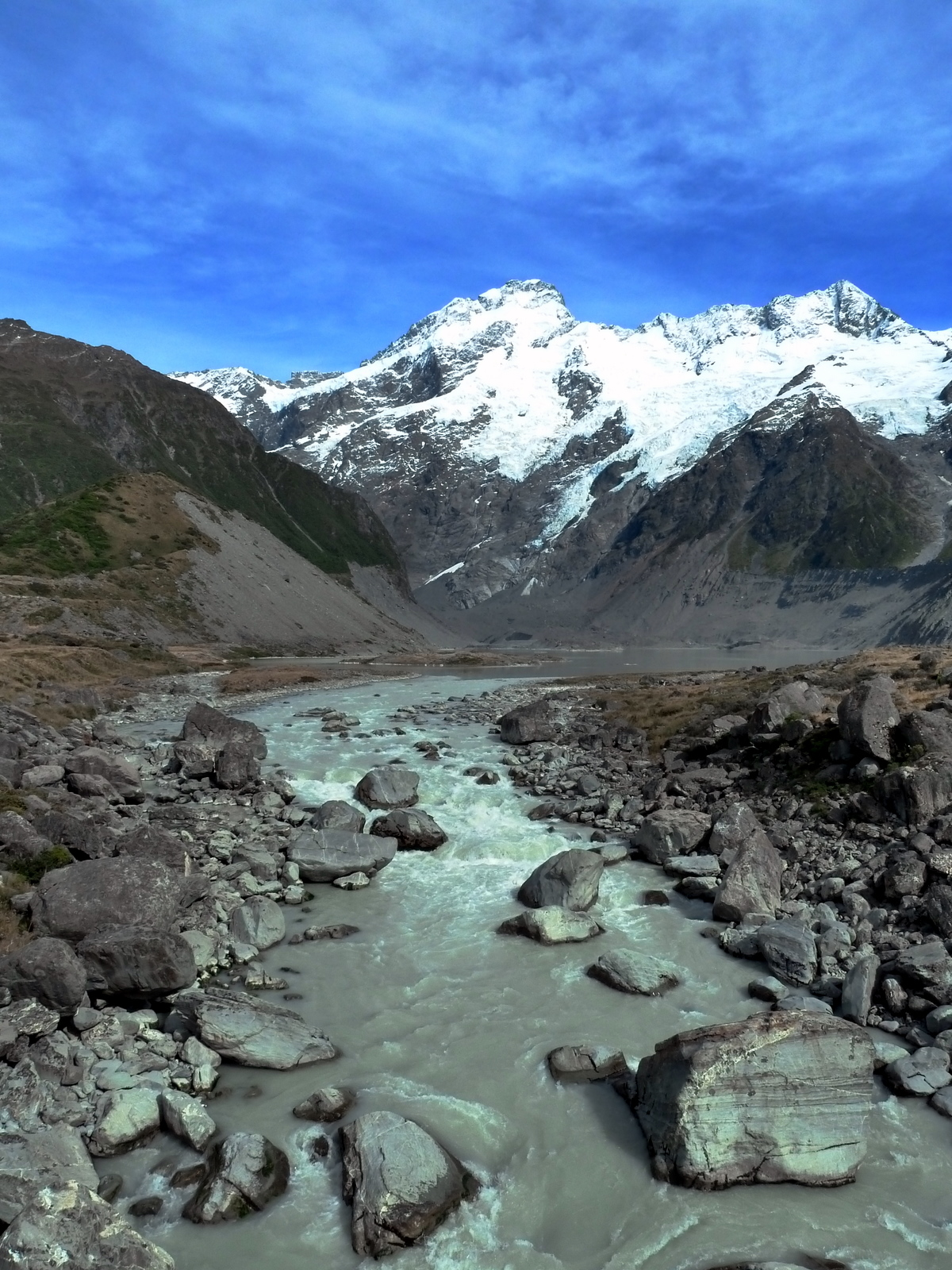 mount-cook-glacial-pool-and-rocks