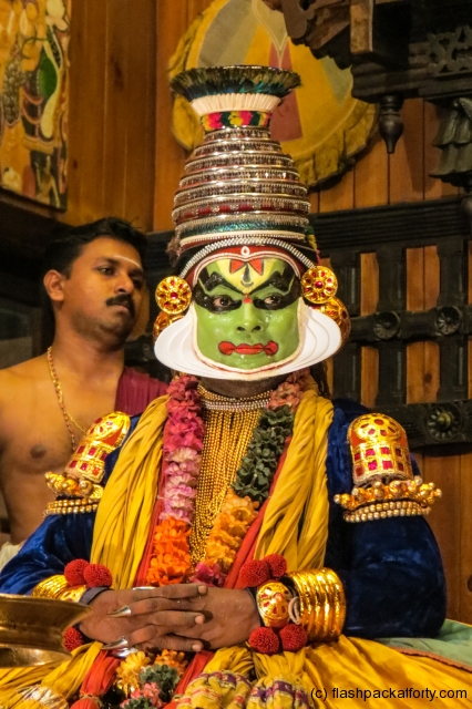 lord-vishna-seated-kathakali-performance-fort-cochin