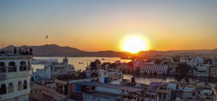 sunset-over-lake-udaipur