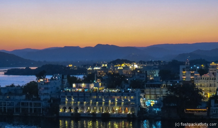 twinkling-lights-udaipur-sunset-light