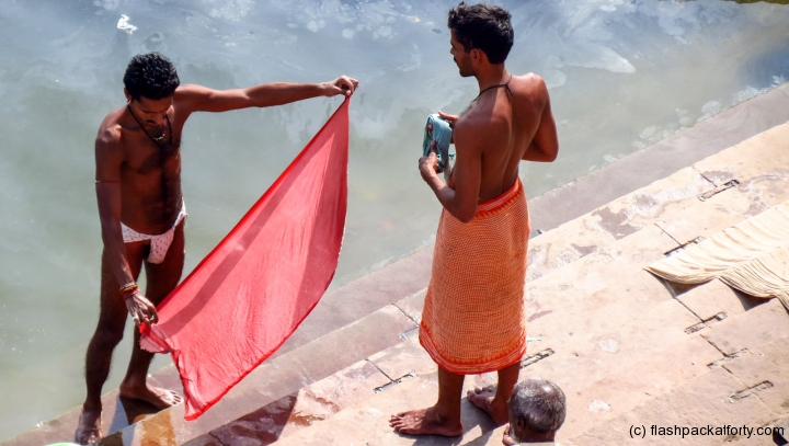 thong-man-and-longy-drying-varanasi