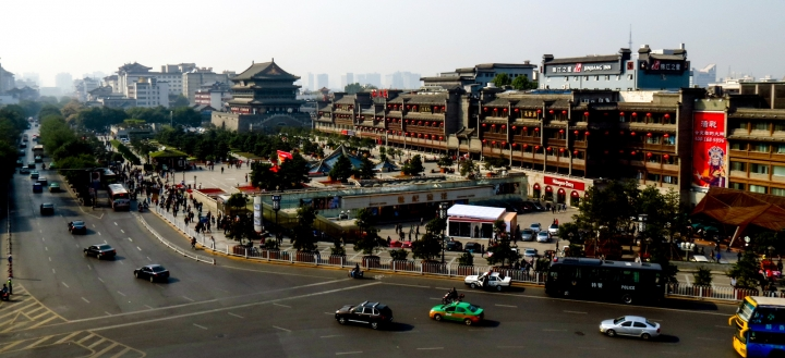 drum-tower-from-bell-tower-xian