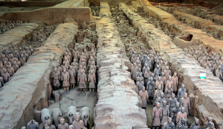 terracotta-warriors-long-view-xian
