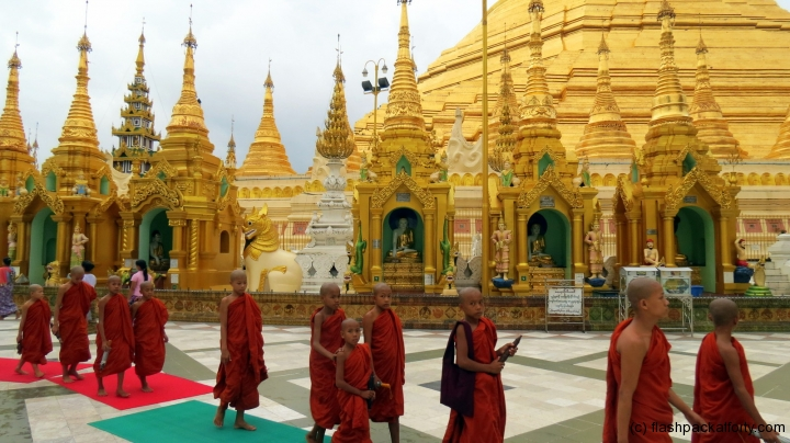 shwedagon-pagoda-monk-walk
